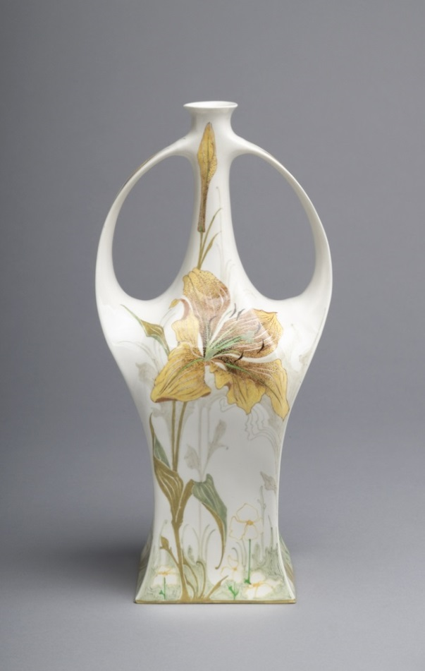 Vase, 1903. Made by Rozenburg Pottery and Porcelain Factory. Photo: Cooper Hewitt